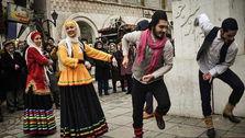 رقص جنجالی مردم در خیابان های غرب تهران+فیلم